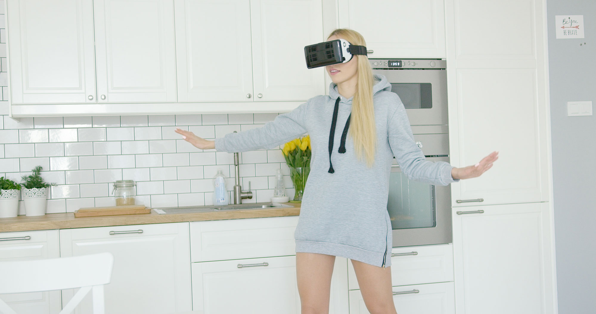 woman-wearing-vr-headset-PZJJ4YR
